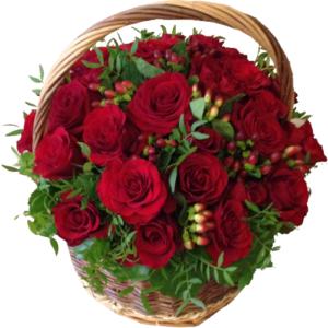 Korg med röda rosor