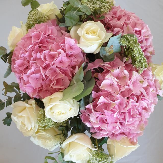 elegant-bukett-med-rosa-hortensia